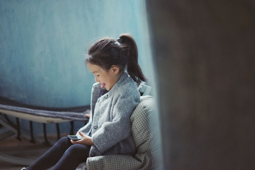 jeune enfant premier forfait mobile premier telephone @panxiaozhen